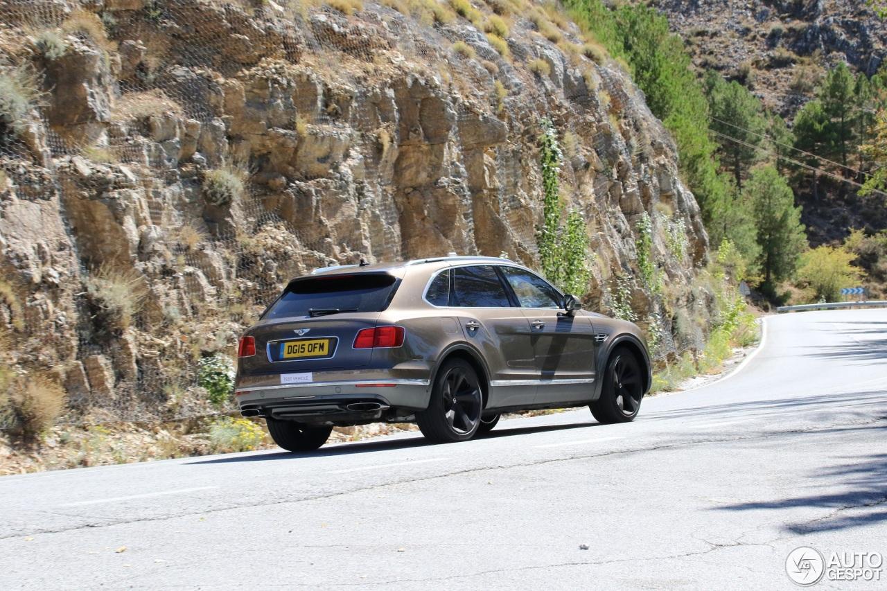 Bentley Bentayga (2016) 56