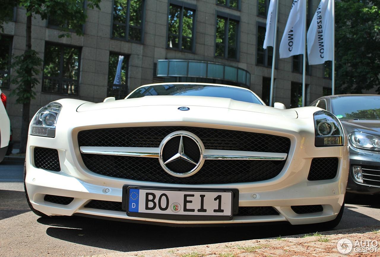 Mercedes benz sls amg roadster 19 oktober 2015 autogespot for 2015 mercedes benz sls amg convertible