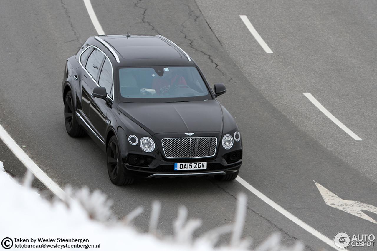 Bentley Bentayga (2016) 48