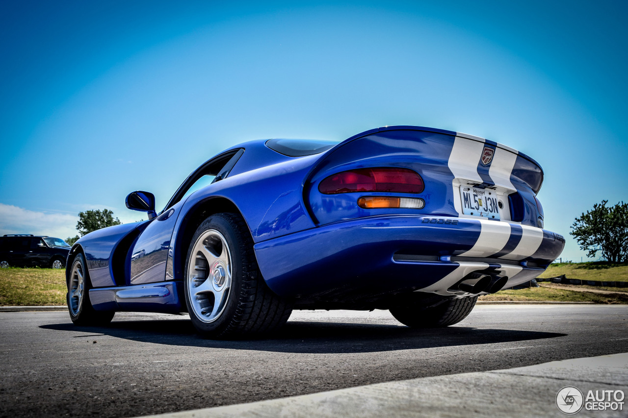 dodge viper gts 2 november 2015 autogespot. Black Bedroom Furniture Sets. Home Design Ideas