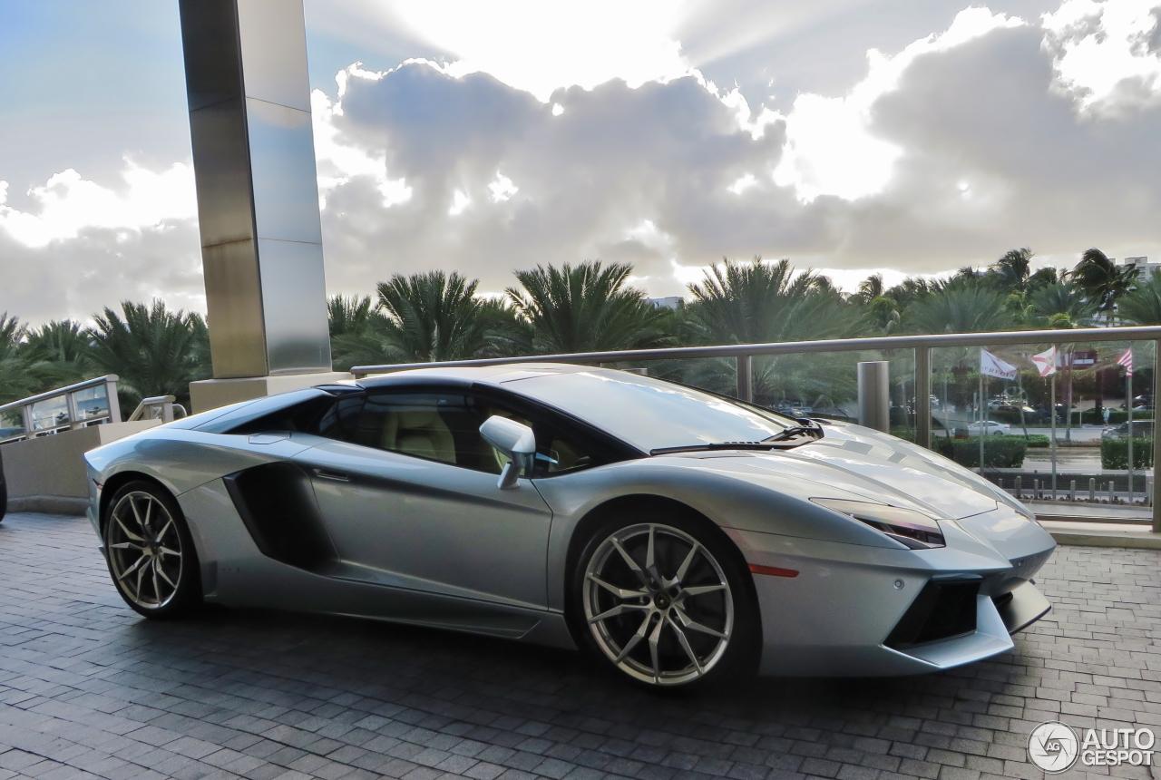 Lamborghini Aventador LP700 4 Roadster 18 December 2015